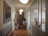 verrière d'atelier séparative entre un couloir et une cuisine à Paris