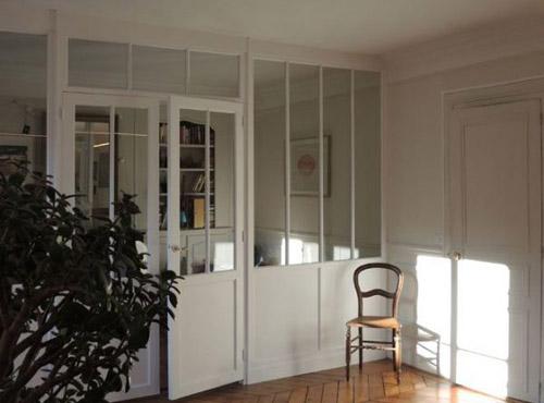 cloison vitrée avec une double porte dans notre galerie.